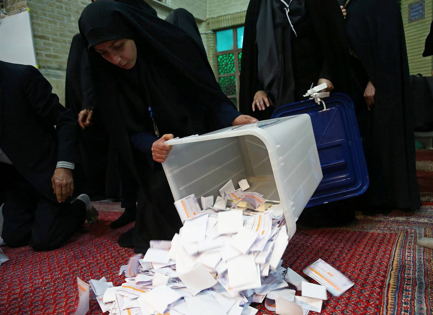 Poll workers empty full ballot boxes after the parliamentary election voting time ended in Tehran, Iran February 22, 2020. Nazanin Tabatabaee/ WANA (West Asia News Agency)/Nazanin Tabatabaee via REUTERS ATTENTION EDITORS - THIS IMAGE HAS BEEN SUPPLIED BY A THIRD PARTY.