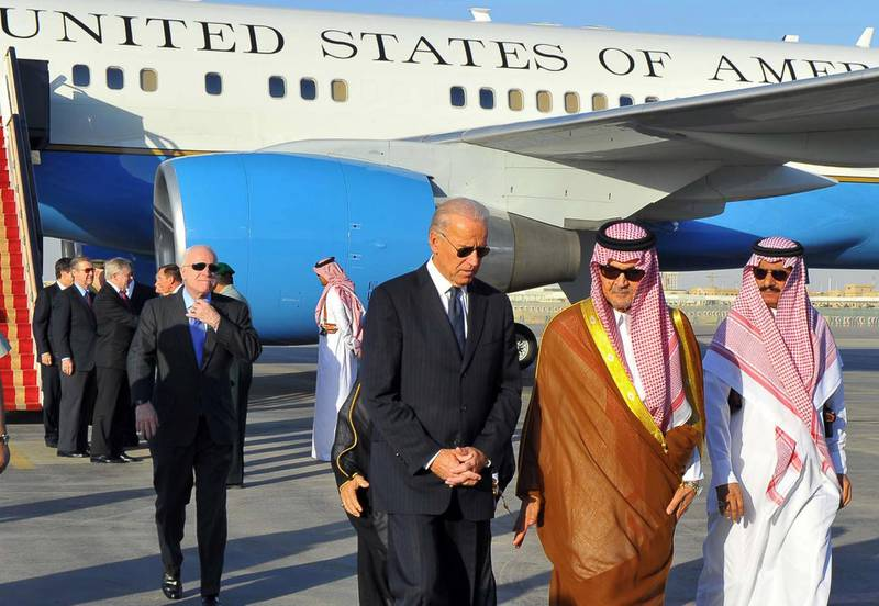 Saudi Foreign Minister Prince Saud al-Faisal  (2nd R) welcomes US Vice President Joe Biden (C) at the Riyadh airbase on October 27, 2011, upon his arrival in the Saudi capital with a US official delegation to offer condolences to the King Abdullah bin Abdul Aziz following the death of his brother, Crown Prince Sultan.  AFP PHOTO/STR (Photo by - / AFP)