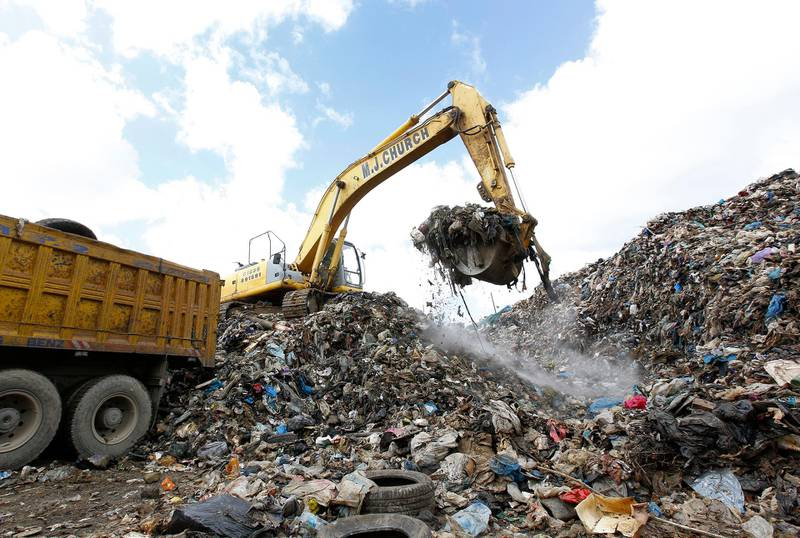 Workers use a front-loader to move piles of garbage from a Beirut suburb to the country's largest landfill of Naameh, just south of the Lebanese capital, on March 20, 2016. - Trucks began moving stacked rubbish outside the Lebanese capital under a plan adopted by the Lebanese government to put an end to the waste crisis that has been going on for eight months, according to an AFP photographer. Lebanon said on March 12 it would temporarily reopen a landfill to ease the crisis as thousands of people demonstrated in Beirut against the waste pile-up. Rubbish has piled up on beaches, in mountain forests and river beds across Lebanon since the closure in July of the country's largest landfill at Naameh. (Photo by ANWAR AMRO / AFP)