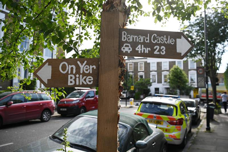 LONDON, ENGLAND - MAY 26: A sign left by a protester is left near the home of Chief Advisor to Prime Minister Boris Johnson, Dominic Cummings on May 26, 2020 in London, England. On March 31st 2020 Downing Street confirmed to journalists that Dominic Cummings, senior advisor to British Prime Minister Boris Johnson, was self-isolating with COVID-19 symptoms at his home in North London. Durham police have confirmed that he was actually hundreds of miles away at his parent's house in the city having travelled with his wife and young son. (Photo by Leon Neal/Getty Images,)