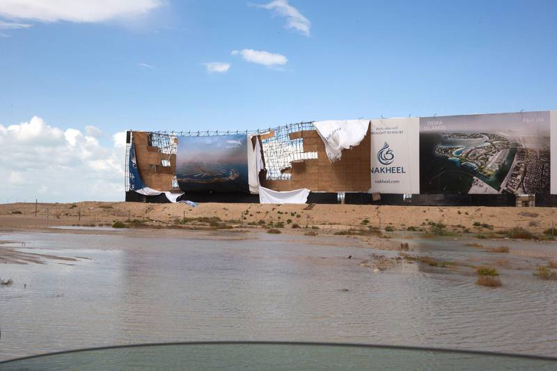 Dubai, United Arab Emirates - Nakheel property sign in Sheikh Zayed Road ripped by winds.  Ruel Pableo foir The National