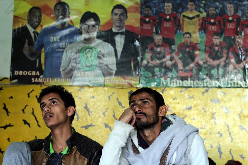 epa07278265 Yemenis watch a television broadcasting of the 2019 AFC Asian Cup group D soccer match between Yemen and Iraq, in Sana'a, Yemen, 12 January 2019.  EPA/YAHYA ARHAB
