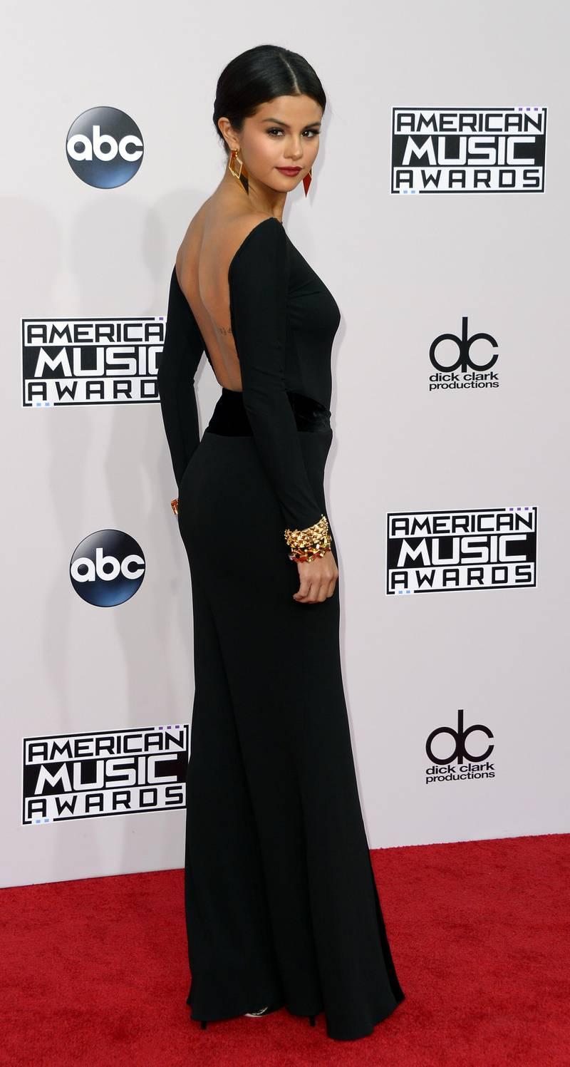 epa04501684 Singer Selena Gomez arrives for the 2014 American Music Awards at the Nokia Theatre in Los Angeles, California, USA, 23 November 2014.  EPA/PAUL BUCK