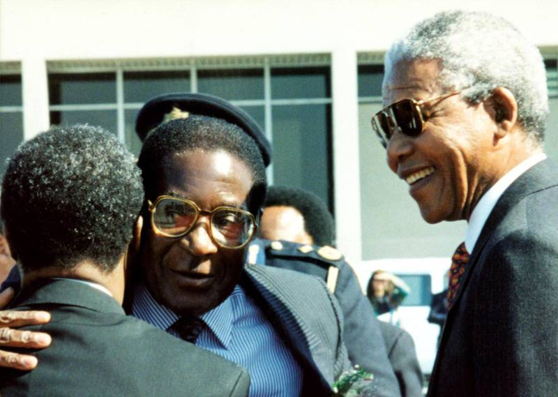 SOUTH AFRICA - AUGUST 01:  South Africa. President of Zimbabwe, Robert Mugabe, pictured with President Nelson Mandela in South Africa during a state visit.  (Photo by Media24/Gallo Images/Getty Images)