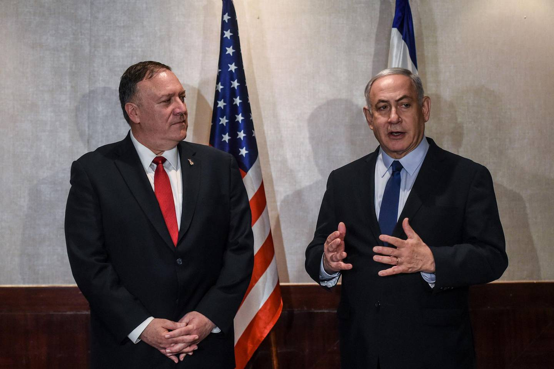 US Secretary of State Mike Pompeo (L) meets Israeli Prime Minister Benjamin Netanyahu (R) on December 4, 2019 in Lisbon. / AFP / POOL / PATRICIA DE MELO MOREIRA