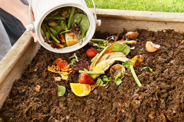 Composting (iStockphoto.com) *** Local Caption ***  wk29ma-gd-gardener.jpg