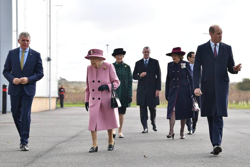SALISBURY, ENGLAND - OCTOBER 15: Britain's Queen Elizabeth II (C) and Prince William, Duke of Cambridge (R) arrive with Dstl Chief Executive Gary Aitkenhead (L) at the Energetics Analysis Centre as they visit the Defence Science and Technology Laboratory (Dstl) at Porton Down science park on October 15, 2020 near Salisbury, England. The Queen and the Duke of Cambridge visited the Defence Science and Technology Laboratory (Dstl) where they were to view displays of weaponry and tactics used in counter intelligence, a demonstration of a Forensic Explosives Investigation and meet staff who were involved in the Salisbury Novichok incident. Her Majesty and His Royal Highness also formally opened the new Energetics Analysis Centre. (Photo by Ben Stansall - WPA Pool/Getty Images)