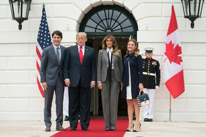 epa06259684 US President Donald J. Trump (2-L) and First Lady Melania Trump (2-R) welcome Prime Minister of Canada Justin Trudeau (L) and his wife Sophie Gregoire Trudeau (R), at the South Portico of the White House in Washington DC, USA, 11 October 2017.  EPA-EFE/MICHAEL REYNOLDS