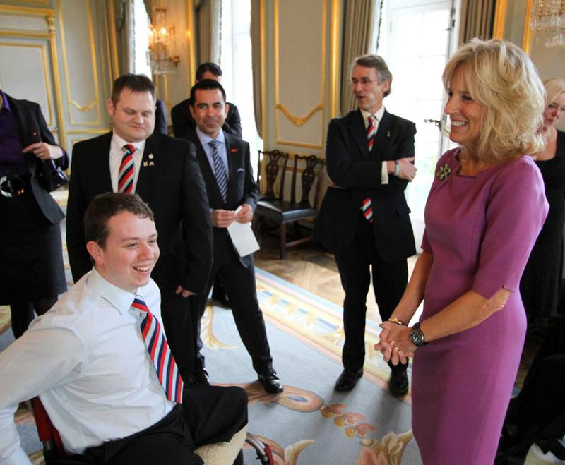 epa03569715 A handout photo made available by the US embassy in London, showing Help for Heroes member Josh Campbell (L, seated) laughing with Jill Biden (R), wife of US Vice President Joe Biden, as they attend an event welcoming British military veterans and their families at a reception at Winfield House in order to thank them for their service, sacrifice and dedication, London, Britain, 05 February 2013.  EPA/US EMBASSY LONDON / HANDOUT  HANDOUT EDITORIAL USE ONLY