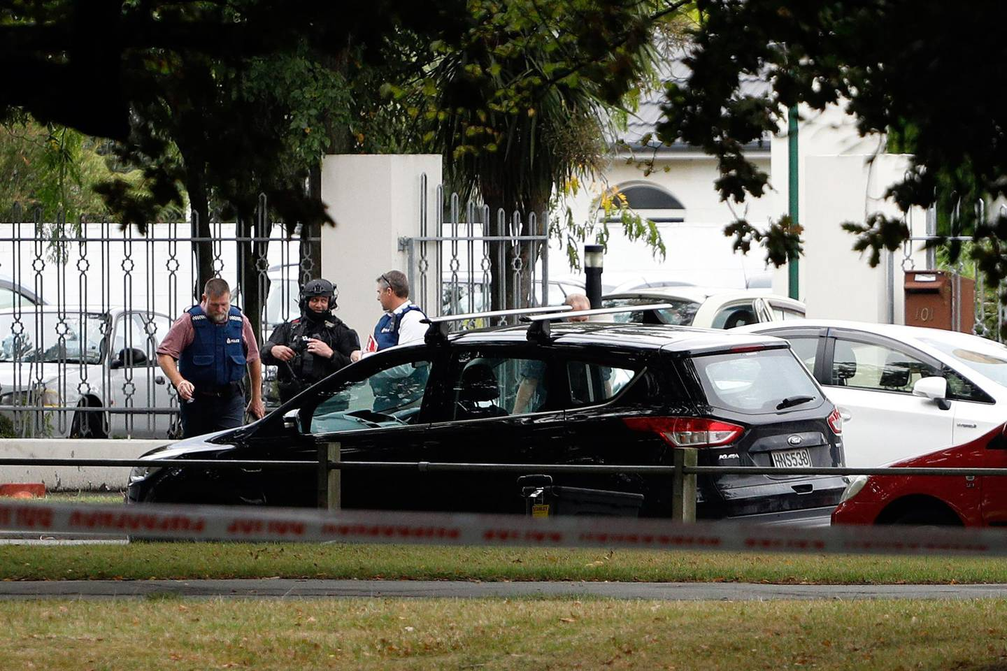 Police officers are seen at the Masjid al Noor mosque after a shooting incident in Christchurch on March 15, 2019.  Attacks on two Christchurch mosques left at least 49 dead on March 15, with one gunman -- identified as an Australian extremist -- apparently livestreaming the assault that triggered the lockdown of the New Zealand city. / AFP / Tessa BURROWS