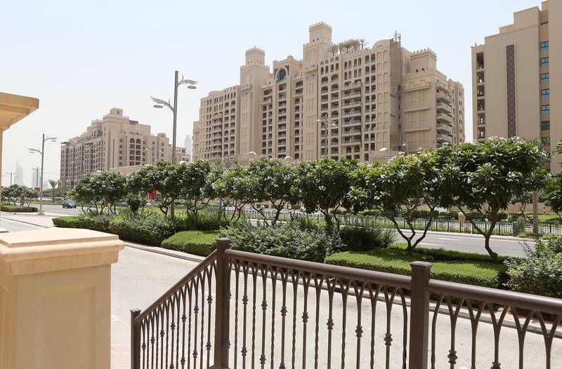 DUBAI , UNITED ARAB EMIRATES – July 21 , 2015 : View of the Fairmont Residences and Fairmont Palm Jumeirah ( center ) on Palm Jumeirah in Dubai. ( Pawan Singh / The National ) For Business Stock   *** Local Caption ***  PS2107- PALM APARTMENTS07.jpg