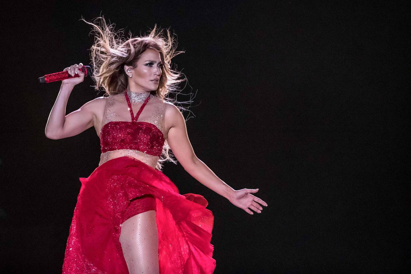 TOPSHOT - Singer Jennifer Lopez performs onstage during her concert on the beach of North Coast city of New Alamein, north of the Egyptian Capital Cairo on August 9, 2019.   This is Lopez' first concert in Egypt.  / AFP / Khaled DESOUKI