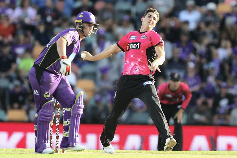 HOBART, AUSTRALIA - JANUARY 08:   Sean Abbott of the Sydney Sixers bowls during the Big Bash League match between the Hobart Hurricanes and the Sydney Sixers at Blundstone Arena on January 8, 2018 in Hobart, Australia.  (Photo by Robert Prezioso - CA/Cricket Australia/Getty Images)