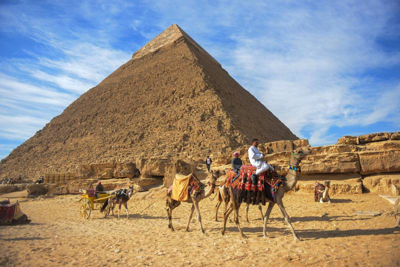 A picture taken on December 6, 2017 shows a view of the pyramid of Khafre (also spelled Chephren) on the Giza Plateau on the southwestern outskirts of the capital Cairo. (Photo by MOHAMED EL-SHAHED / AFP)