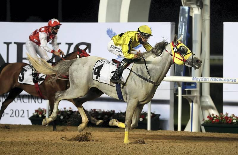DUBAI , UNITED ARAB EMIRATES , November 19 – 2020 :- Bernardo Pinheiro  (no 4) guides Jayide Al Boraq (MA)  to win the 1st horse race 1400m Dirt at the Meydan Racecourse in Dubai. ( Pawan Singh / The National ) For Sports. Story by Amith