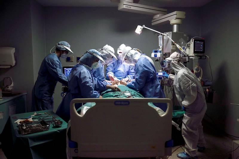 A tracheotomy operation on an intensive care covid patient. Milan (Italy), April 21st  2020 (Photo by Daniele Frediani/Archivio Daniele Frediani/Mondadori Portfolio via Getty Images)