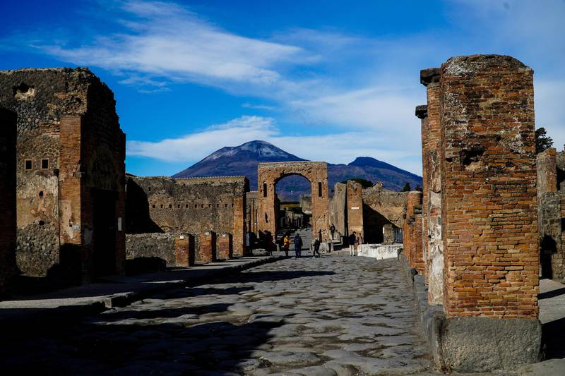 epa08194956 The first snow on Vesuvius volcano is seen from the ruins of the archaeological site of Pompeii, near Naples, Italy, 05 February 2020.  EPA-EFE/CESARE ABBATE