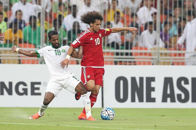 Omar Abdulrahman of the UAE holds off Nawaf Al Abid of Saudi Arabia leap for the ball during the World Cup 2018 qualifier between Saudi Arabia and UAE in King Abdullah Sports City, Jeddah, Saudi Arabia. 11 October 2016. Photo: Aletihad *** Local Caption ***  sp12oc-pg3-SaudiUAE2.jpg