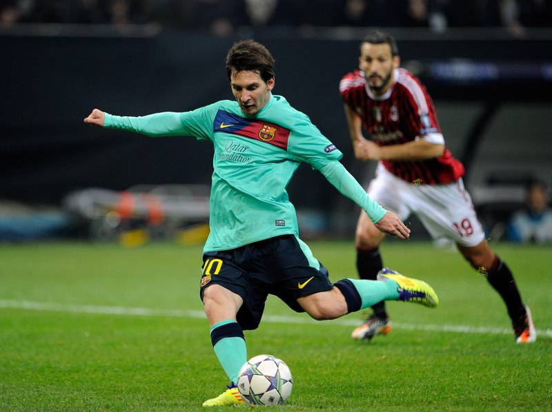 MILAN, ITALY - NOVEMBER 23:  Lionel Messi of FC Barcelona scores the second goal during the UEFA Champions League group H match between AC Milan and FC Barcelona at Giuseppe Meazza Stadium on November 23, 2011 in Milan, Italy.  (Photo by Claudio Villa/Getty Images)