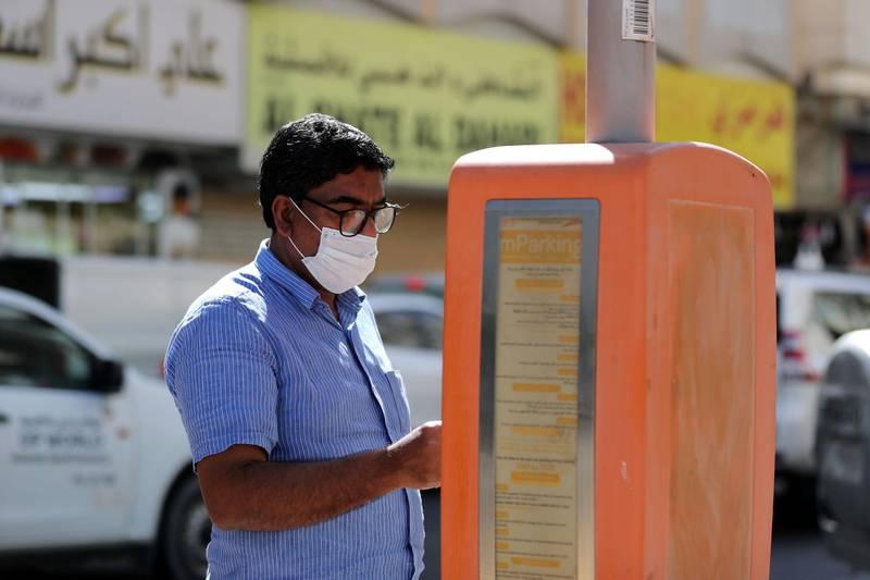 Dubai, United Arab Emirates - Reporter: N/A. News. Coronavirus/Covid-19. A man pays for his parking in Bur Dubai. Saturday, October 17th, 2020. Dubai. Chris Whiteoak / The National