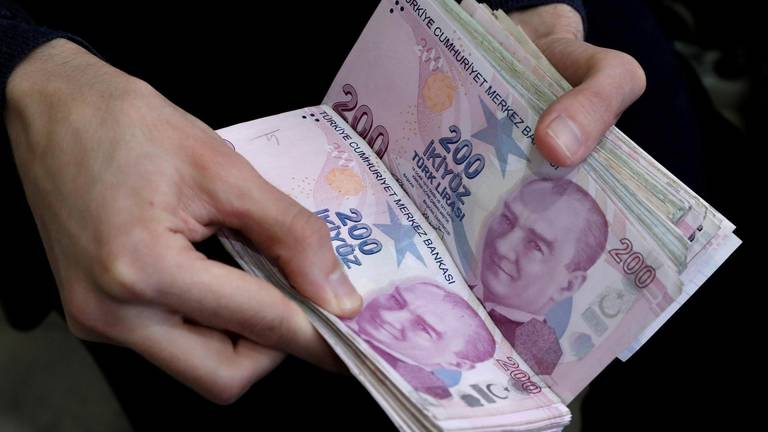 An image that illustrates this article Turkish lira continues to fall after interest rate cut