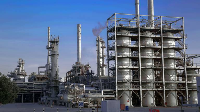 An image that illustrates this article Fire at Kuwait's Al Ahmady refinery but exports 'unaffected'