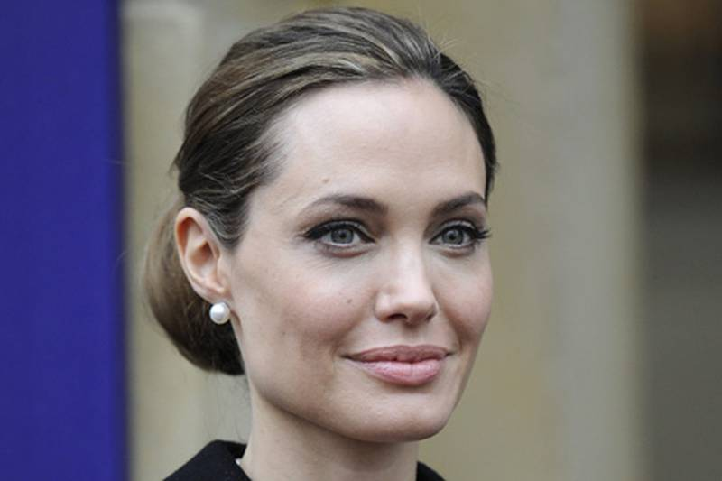 epa03699384 (FILE) A file picture dated 11 April 2013 shows US actress and humanitarian campaigner, Angelina Jolie, arriving to the G8 Foreign Ministers summit in London, Britain. According to media reports 14 May, Jolie has undergone a double mastectomy as a precaution against breast cancer.  EPA/FACUNDO ARRIZABALAGA