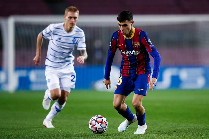 BARCELONA, SPAIN - NOVEMBER 04: Pedro 'Pedri' Gonzalez  of FC Barcelona runs with the ball during the UEFA Champions League Group G stage match between FC Barcelona and Dynamo Kyiv at Camp Nou on November 04, 2020 in Barcelona, Spain. (Photo by Eric Alonso/Getty Images)