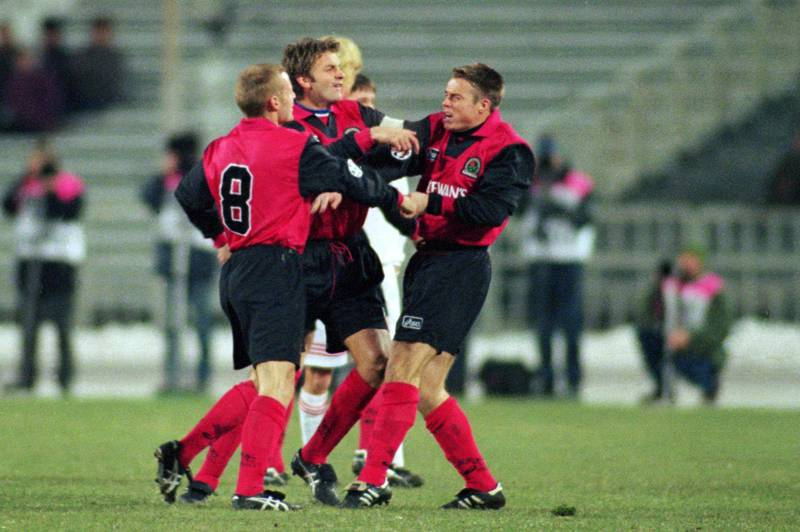 Blackburn skipper Tim Sherwood steps in to stop Graeme Le Saux(l) and David Batty fighting  (Photo by Andy Heading/EMPICS via Getty Images)