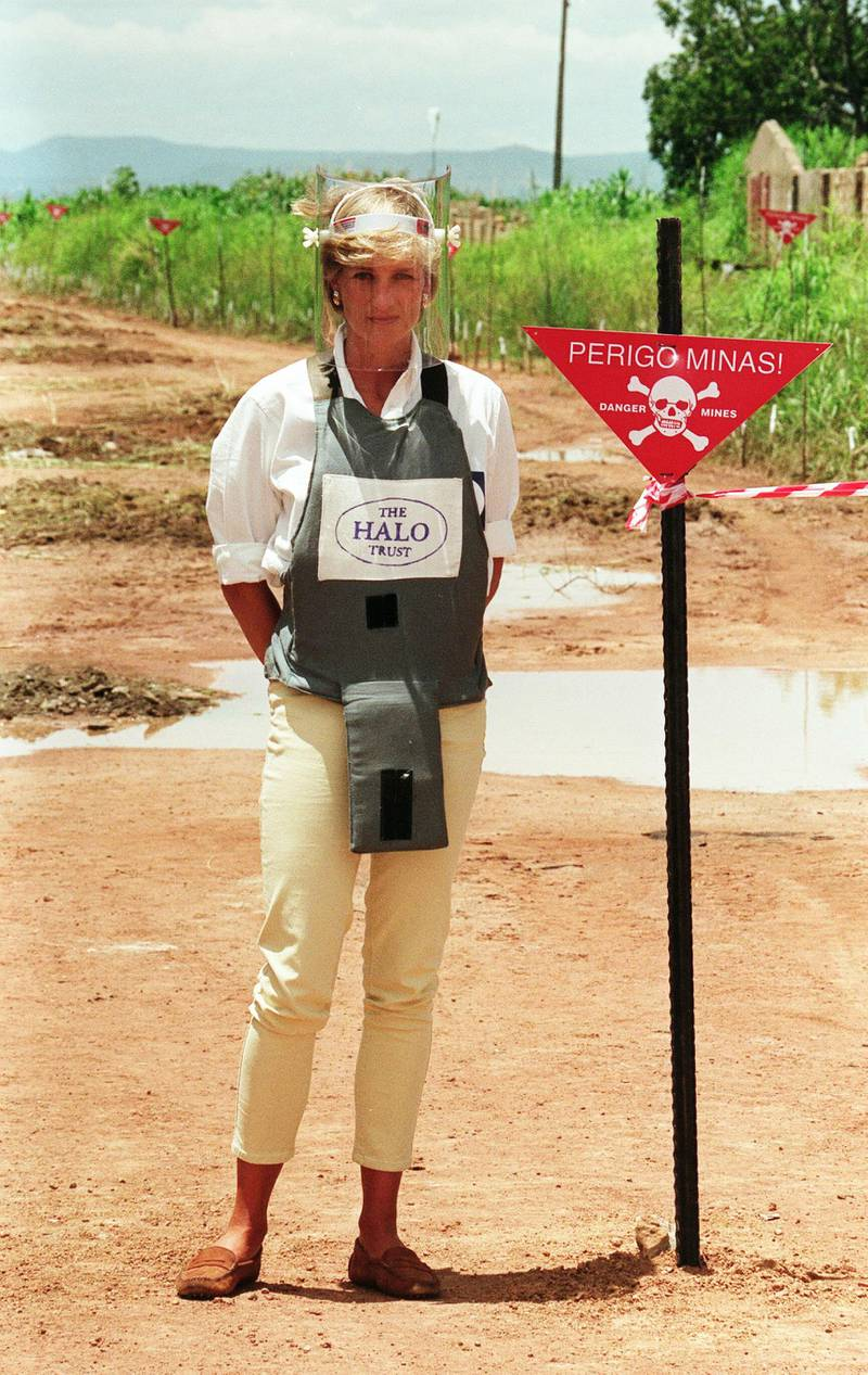 ANGOLA -  JANUARY 30:  Diana, Princess of Wales, walks with body armour and a visor on the minefields during a visit to Angola on January 30, 1997.  (Photo by Anwar Hussein/WireImage/Getty Images)