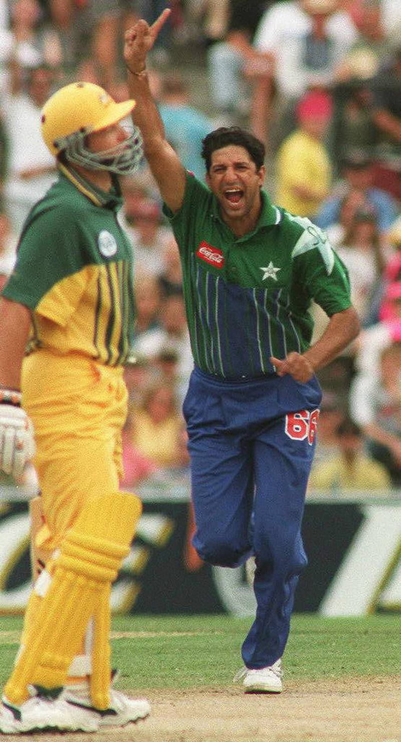 Pakistan's captain and fast bowler Wasim Akram (R) jubilates after claiming the wicket of Australian opening batsman Mark Waugh (L) during the one-day World Series International in Sydney 01 Januaury 1997. AFP PHOTO. (Photo by - / AFP)