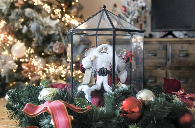Abu Dhabi, United Arab Emirates - Christmas decorations at RobertÕs home, in Al Raha. Khushnum Bhandari for The National