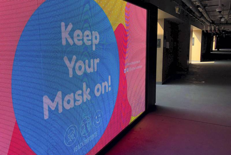 Dubai, United Arab Emirates - Reporter: N/A. Covid-19/Coronavirus. A big sign tells people to keep their masks on at The Pointe on the Palm. Tuesday, August 4th, 2020. Dubai. Chris Whiteoak / The National