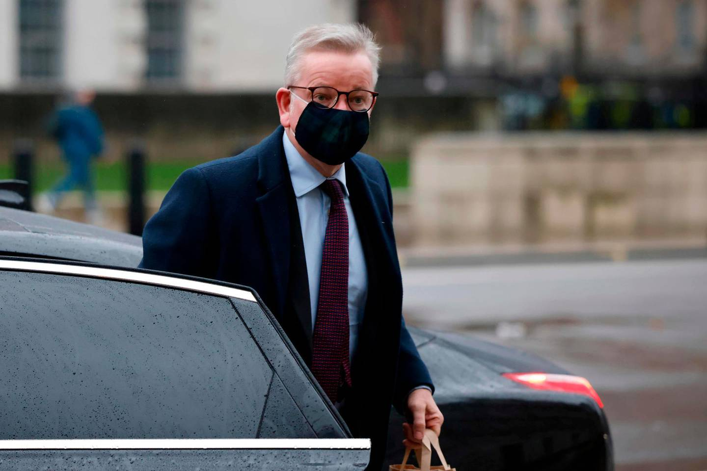 """Britain's Chancellor of the Duchy of Lancaster Michael Gove arrives at the Whitehall entrance of the Cabinet Office in central London on December 21, 2020. The British prime minister was to chair a crisis meeting on December 21 as a growing number of countries blocked flights from Britain over a new highly infectious coronavirus strain the UK said was """"out of control"""".  / AFP / Tolga Akmen"""
