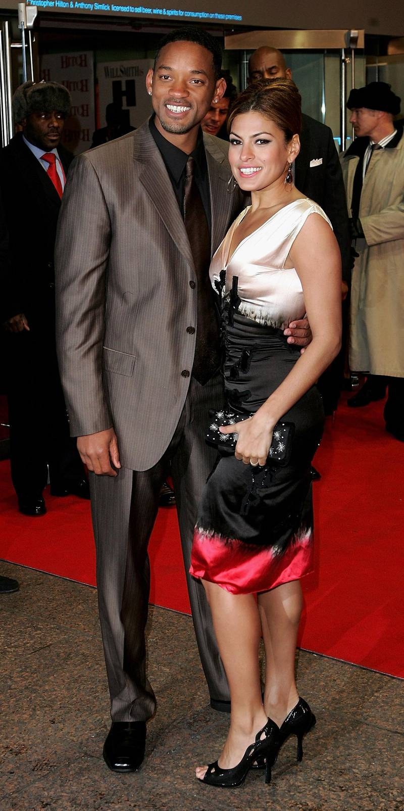"""LONDON - FEBRUARY 22:  Actors Will Smith and Eva Mendes arrive at the """"Hitch"""" UK Premiere at Odeon Leicester Square on February 22, 2005 in London. (Photo by MJ Kim/Getty Images)"""