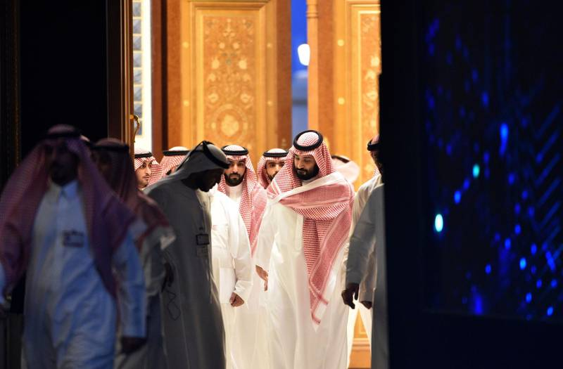 Saudi Crown Prince Mohammed bin Salman (C) arrives to attend a session during the Future Investment Initiative (FII) conference in the capital Riyadh on October 24, 2018. Saudi Arabia is hosting the key investment summit overshadowed by the killing of critic Jamal Khashoggi that has prompted a wave of policymakers and corporate giants to withdraw. / AFP / FAYEZ NURELDINE
