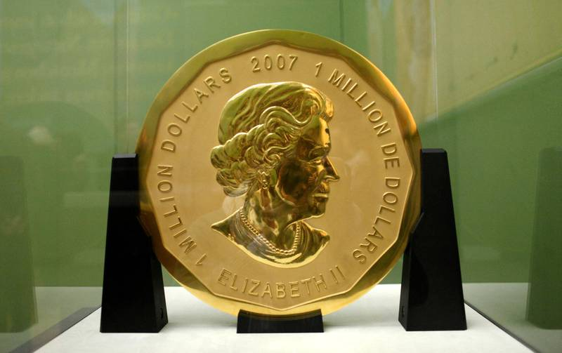"""Picture taken on December 8, 2010 shows the gold coin """"Big Maple Leaf"""" on display at Berlin's Bode Museum. - Thieves stole the gold coin with a face value of $1 million and weighing 100 kilograms (220 pounds) from Berlin's Bode Museum on March 27, 2017. (Photo by Marcel Mettelsiefen / dpa / AFP) / Germany OUT"""