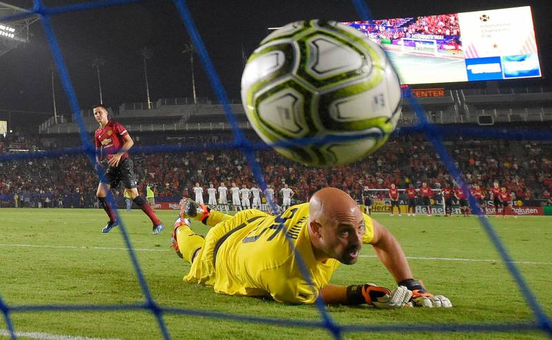 AC Milan goalkeeper Pepe Reina, right, is scored on by Manchester United midfielder Ander Herrera during a penalty shootout in the International Champions Cup tournament soccer match Wednesday, July 25, 2018, in Carson, Calif. Manchester United won on a 9-8 penalty shootout following a 1-1 tie in regulation. (AP Photo/Mark J. Terrill)