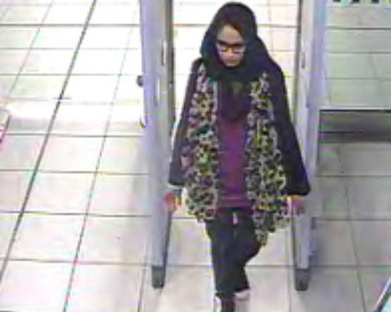 epa07369238 (FILE) - A handout photo made available by the London Metropolitan Police Service(MPS) on 20 February 2015 showing Shamima Begum one of three schoolgirls at Gatwick Airport, southern England, 17 February 2015 who have been reported missing and are believed to be making their way to Syria. Media reports on 14 February 2019 state that Shamima Begum, aged 19 who is in a refugee camp in Syria wants to return to Britain with her baby, her other two children both have died in the conflict. Shamima Begum said that one of her two school friends was killed in a bombing and the other's whereabouts is not known.  EPA/LONDON METROPLITAN POLICE / HANDOUT  HANDOUT EDITORIAL USE ONLY/NO SALES *** Local Caption *** 51809500