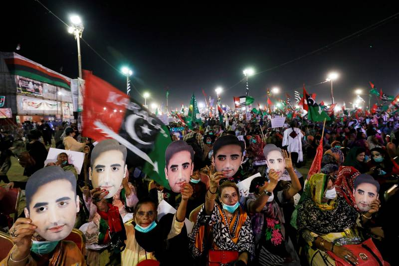 Supporters of the Pakistan Peoples Party (PPP) hold up masks depicting their leader Bilawal Bhutto Zardari, chairman of the PPP, during an anti-government protest rally organized by the Pakistan Democratic Movement (PDM), an alliance of political opposition parties, in Karachi, Pakistan October 18, 2020. REUTERS/Akhtar Soomro     TPX IMAGES OF THE DAY