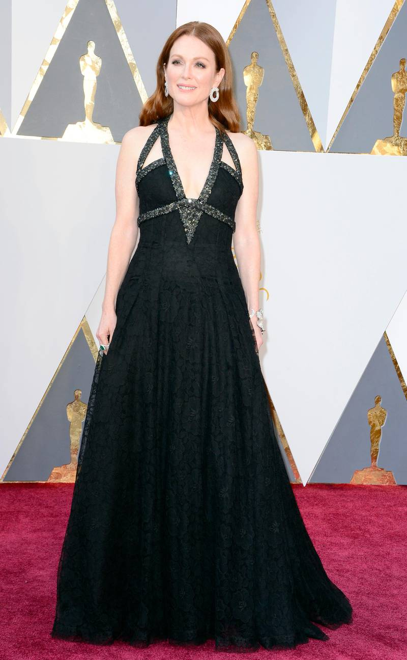 epa05186140 Julianne Moore arrives for the 88th annual Academy Awards ceremony at the Dolby Theatre in Hollywood, California, USA, 28 February 2016. The Oscars are presented for outstanding individual or collective efforts in 24 categories in filmmaking.  EPA/MIKE NELSON