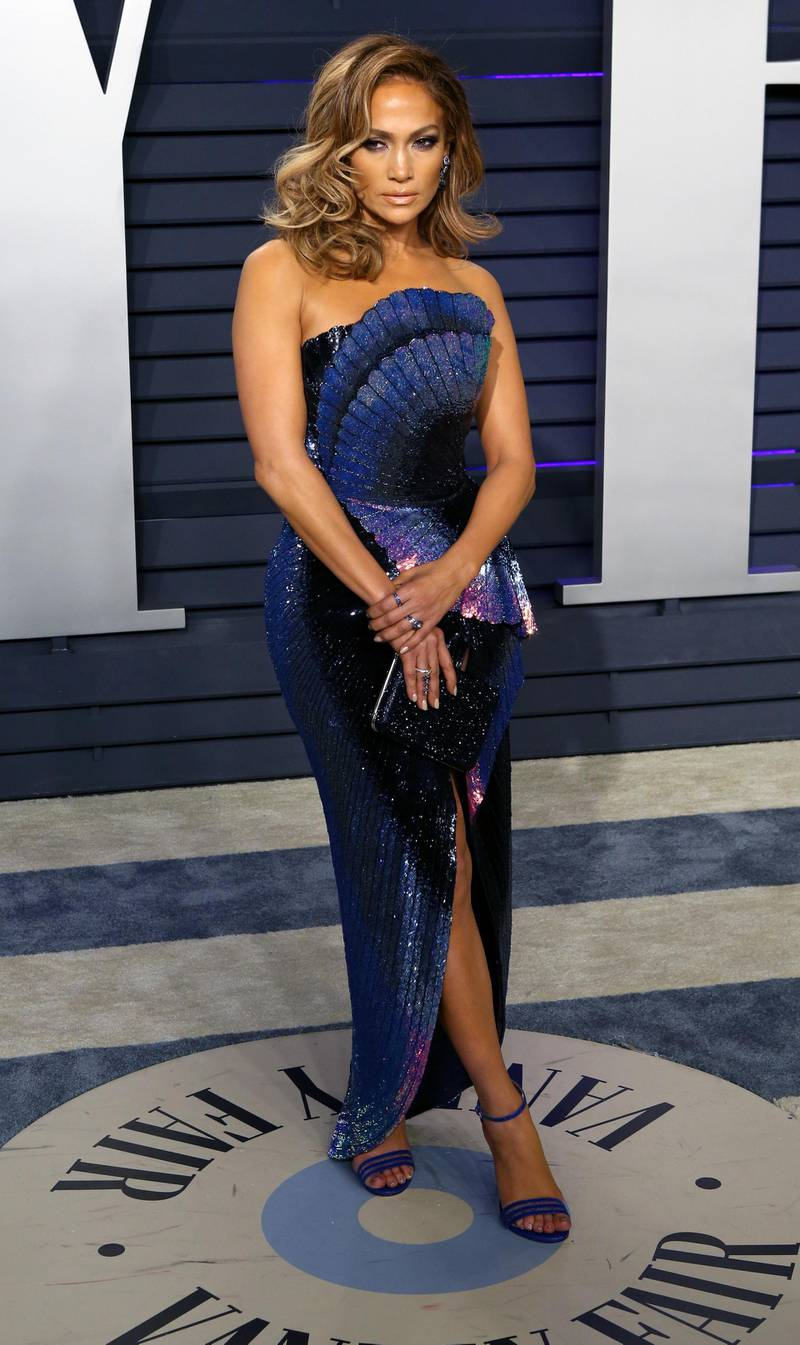 epa07396193 Jennifer Lopez poses at the 2019 Vanity Fair Oscar Party following the 91th annual Academy Awards ceremony, in Beverly Hills, California, USA, 24 February 2019. Blue and navy dress by Zuhair Murad. The Oscars are presented for outstanding individual or collective efforts in 24 categories in filmmaking.  EPA-EFE/NINA PROMMER