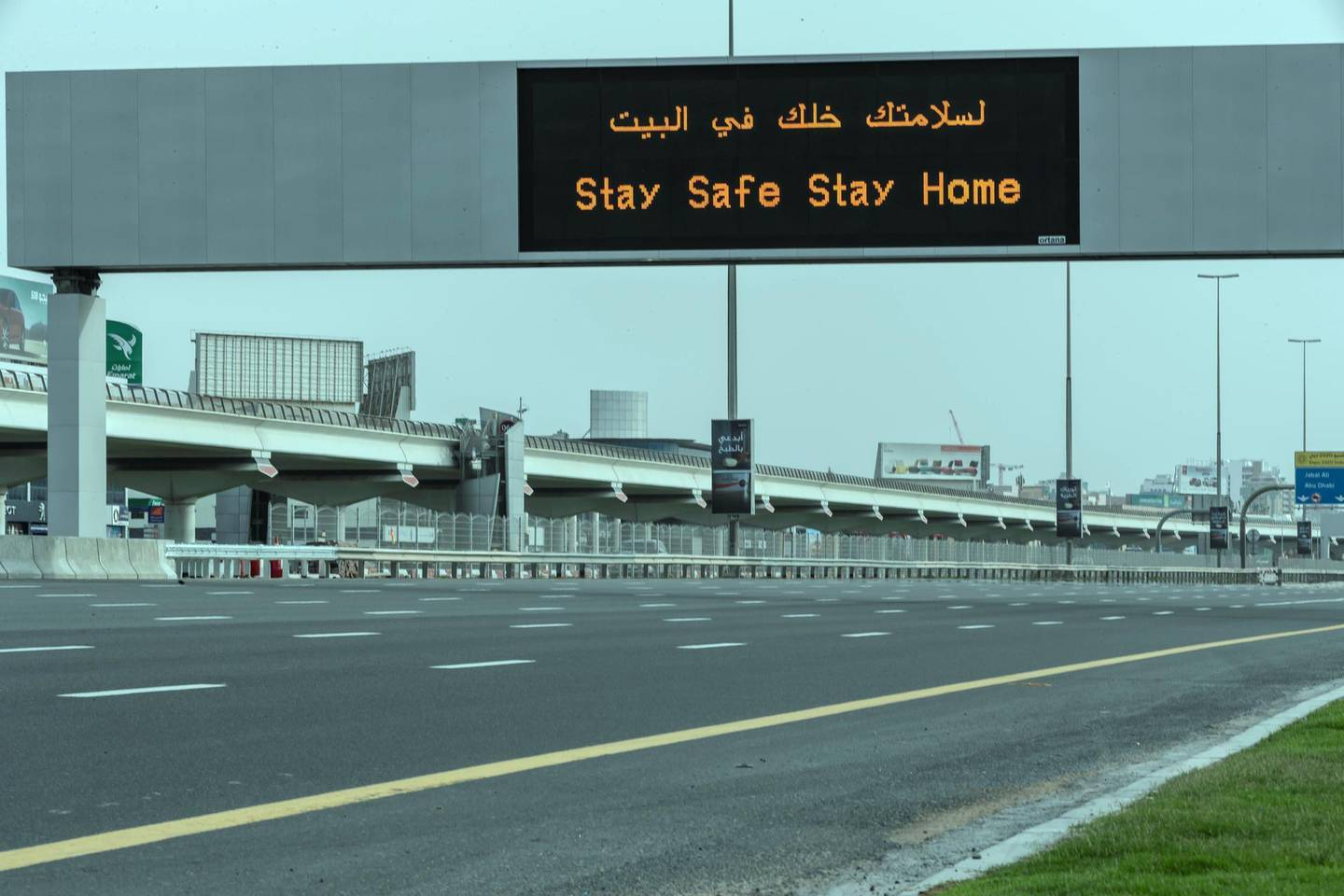 DUBAI, UNITED ARAB EMIRATES. 10 APRIL 2020. A sign on Sheikh Zayed rd warns motorists to stay home during the COVID-19 Lockdown of Dubai. (Photo: Antonie Robertson/The National) Journalist: Standalone. Section: National.