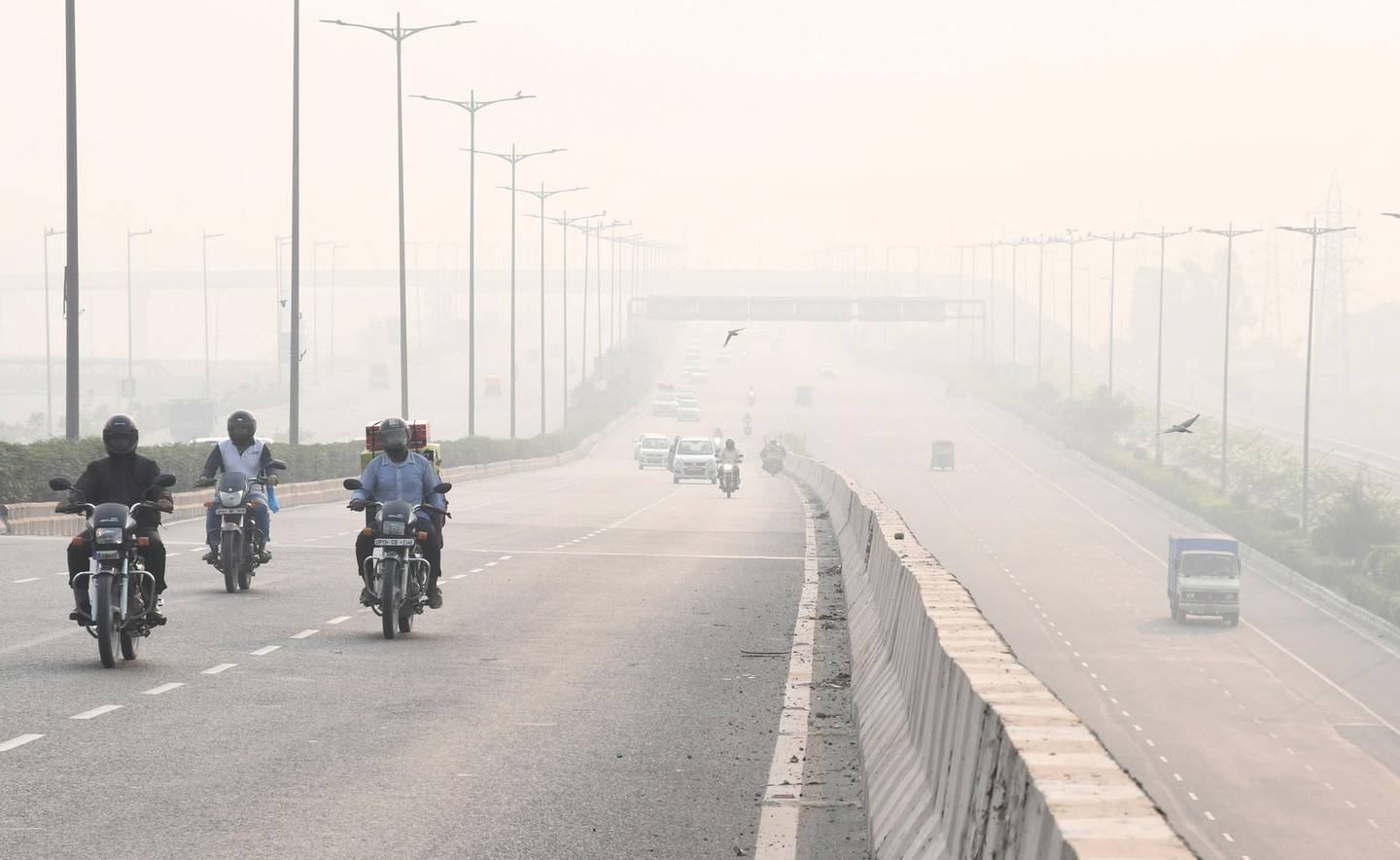 epa07955818 Haze blankets the streets after the Diwali celebrations in New Delhi, India, 28 October 2019. Levels of pollutants and smog in India rise every year on the day following Diwali festival, as millions celebrate around the country by lighting firecrackers. According to media reports, on 28 October 2019 air pollution levels in New Delhi, Lucknow and Patna were worse than the ones recorded in 2018, despite a government's restriction on the sale and use of firecrackers in a bid to control air pollution.  EPA/STR
