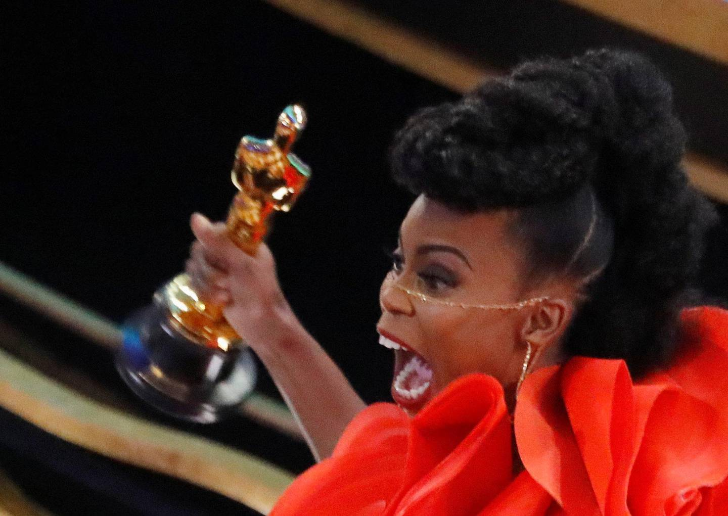 """91st Academy Awards - Oscars Show - Hollywood, Los Angeles, California, U.S., February 24, 2019. Hannah Beachler celebrates with her Oscar for Best Production Design for """"Black Panther"""". REUTERS/Mike Blake     TPX IMAGES OF THE DAY"""