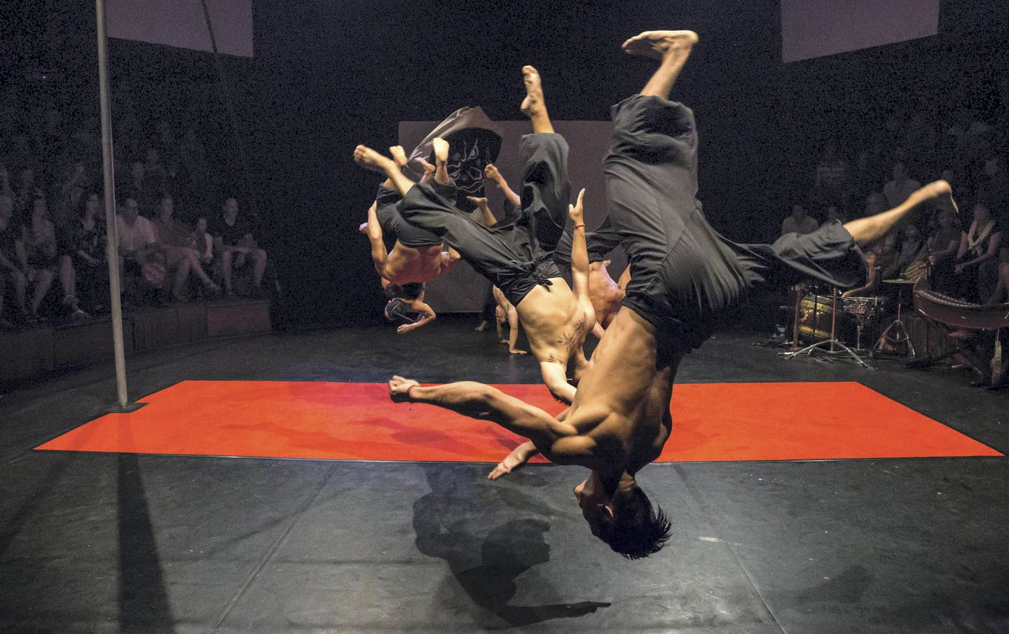Eclipse performed by Phare Circus. Photo by Claude Le Roux