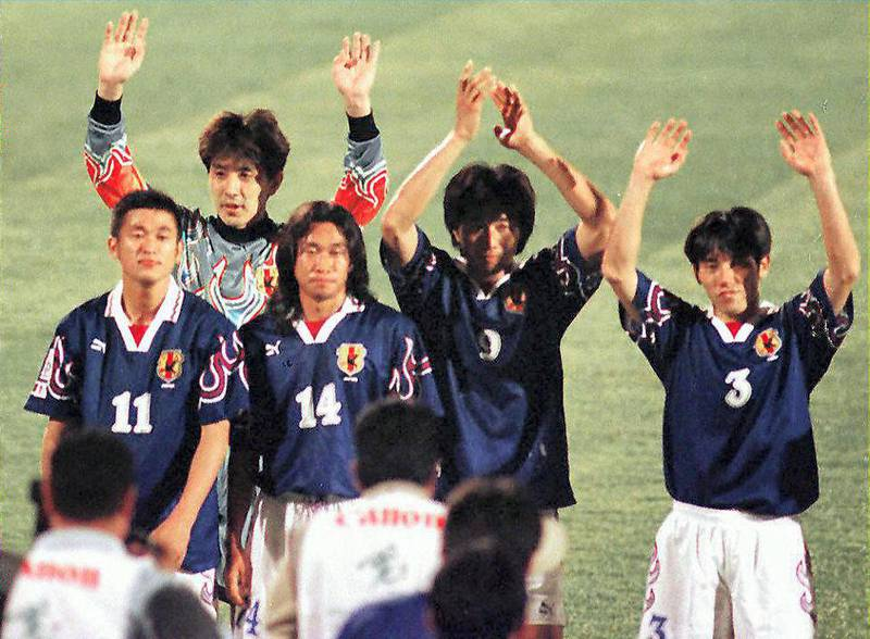 Japanese players wave to their suporters after winning their Asian Cup soccer match against the Syrian team 06 December at the Al-Ain stadium. Japan beat Syria 2-1. (Photo by JORGE FERRARI / AFP)