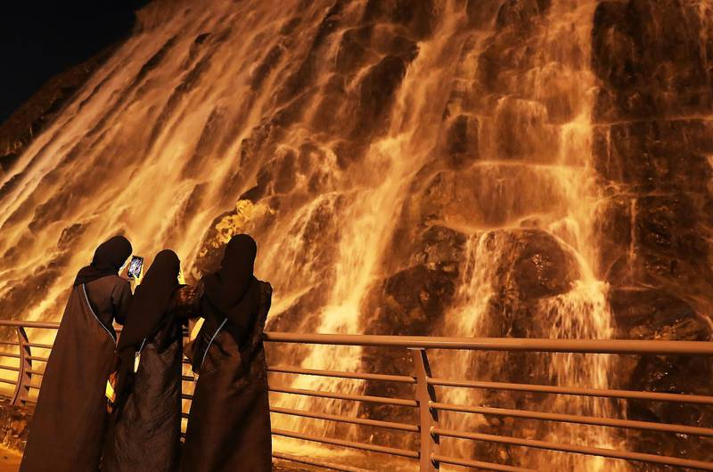 SHARJAH , UNITED ARAB EMIRATES , December 21– 2020 :- People enjoying at the artificial waterfall near the khor Fakkan amphitheatre in Sharjah. ( Pawan Singh / The National ) For News/Standalone/Instagram/Big Picture.
