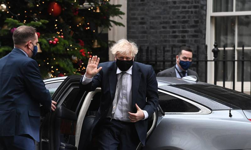 epa08887511 Britain's Prime Minister Boris Johnson returns to his official residence at 10 Downing Street after attending Prime Minister's Questions in London, Britain, 16 December 2020.  EPA/FACUNDO ARRIZABALAGA