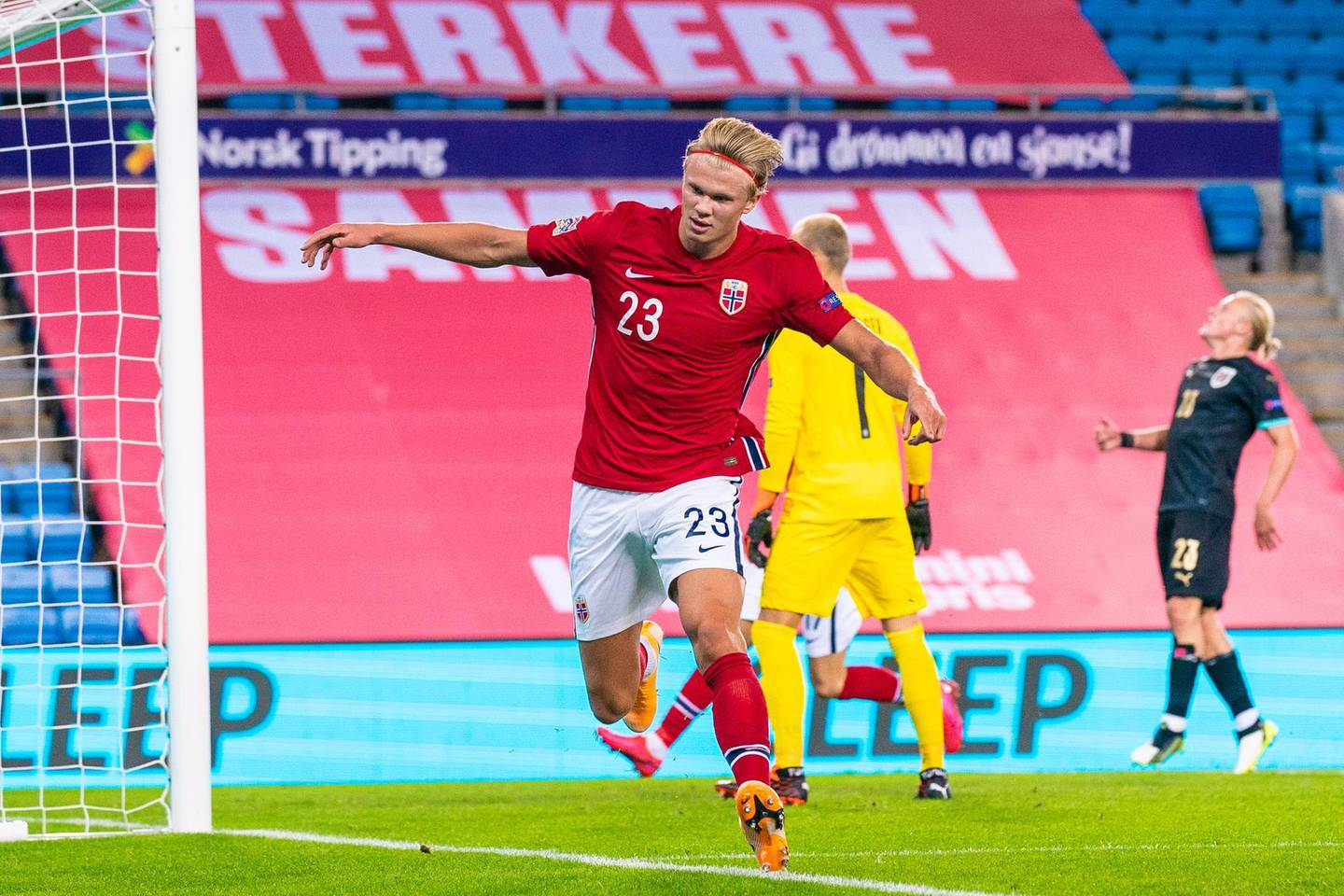 epa08648089 Norway's Erling Braut Haaland celebrates after scoring the 1-2 goal during the UEFA Nations League soccer match between Norway and Austria at Ullevaal Stadium in Oslo, Nprway, 04 September 2020 (issued 05 September 2020).  EPA/STIAN LYSBERG SOLUM  NORWAY OUT